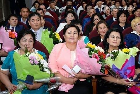 В Кызылорде поздравили учителей, фото-1