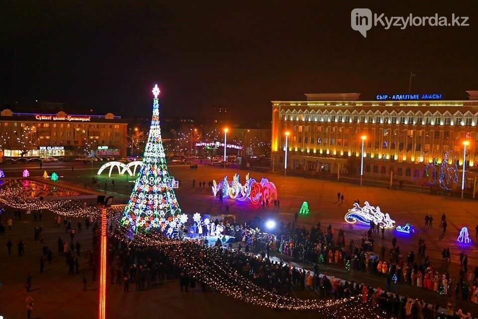 В Кызылорде зажгли главную новогоднюю елку, фото-2