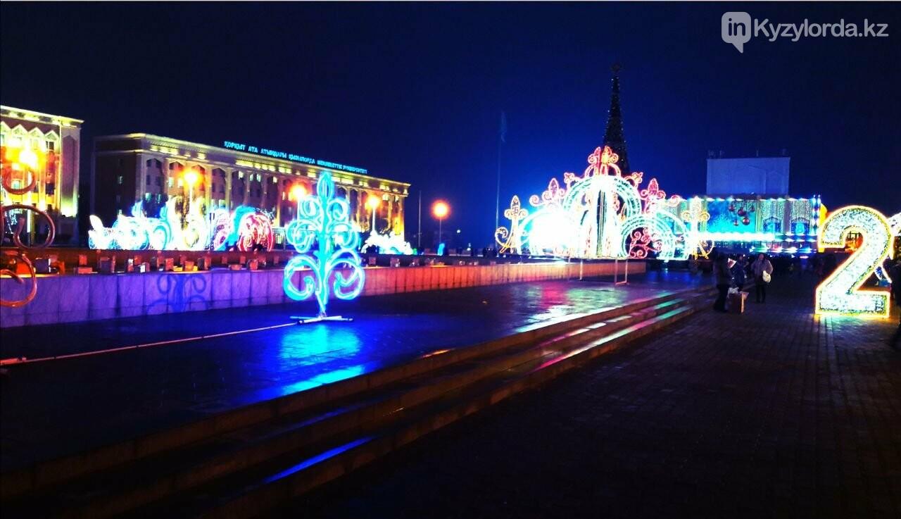 В Кызылорде зажгли главную новогоднюю елку, фото-3