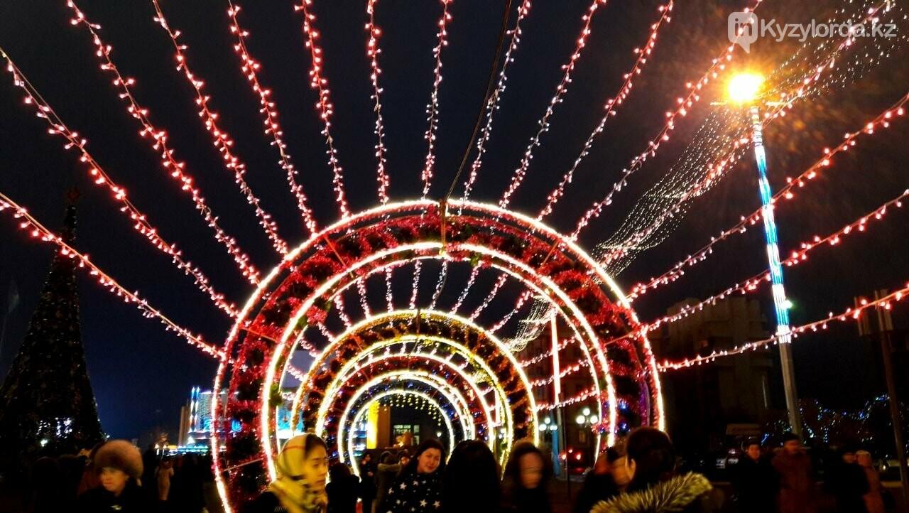 В Кызылорде зажгли главную новогоднюю елку, фото-6