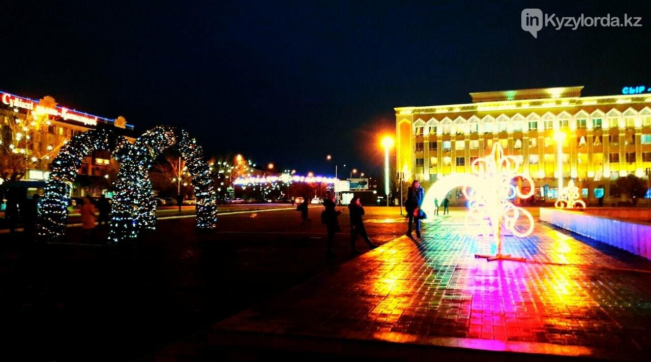 В Кызылорде зажгли главную новогоднюю елку, фото-4