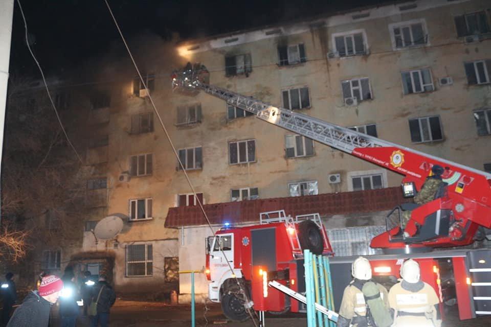 В Кызылорде при пожаре в многоквартирном доме эвакуировали 73 человек (фото), фото-3