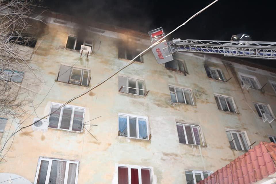 В Кызылорде при пожаре в многоквартирном доме эвакуировали 73 человек (фото), фото-2